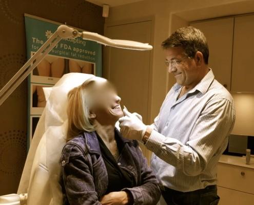 """ד""""ר אורי שבשין בטיפול העלמת קמטים בפנים"""